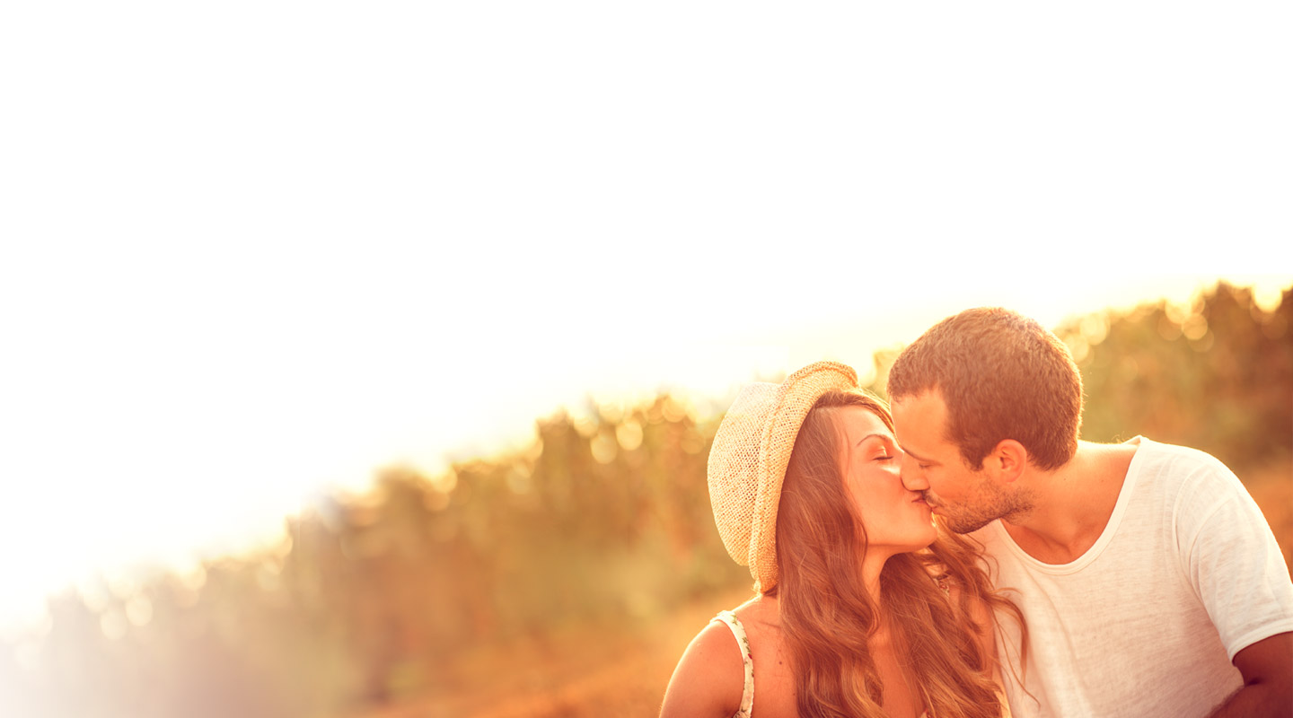 Fall in Love - with iLove! Find singles, start dating online and hook up for a date - or even more.